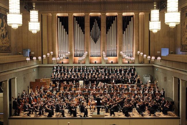 Chor und Orchester der Musikakademie der Studienstiftung des deutschen Volkes: 200 Mitwirkende im Brixner Dom (Foto: Jörg Padberg)