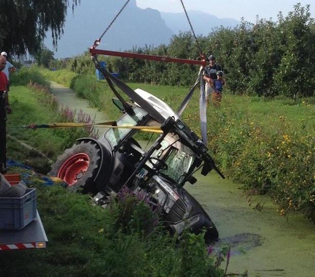 Traktorbergung in Kaltern (Fotos: FF Leifers)