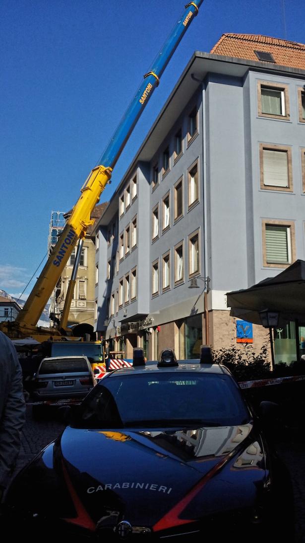 Instabiler Kran (Fotos: Carabinieri)