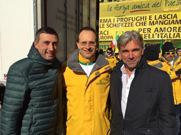 (v.r.) Arnold Schuler, Coldiretti-Vorsitzender Roberto Moncalvo, Trentiner Landesrat Michele Dallapiccola.