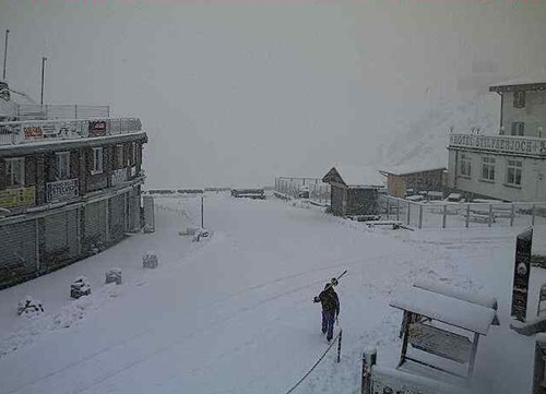 30 Zentimeter Neuschnee am Stilfser Joch (Fotos: Twitter/Peterlin)