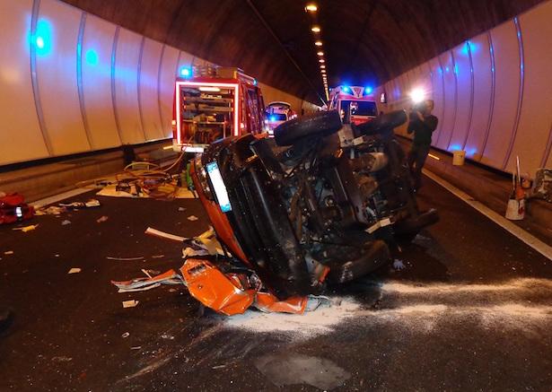 Fahrzeug hat sich überschlagen (Foto: FF Kardaun)