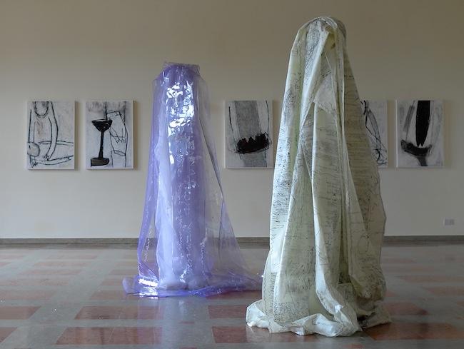 Installation von Annemarie Laner im Kulturzentrum Toblach: