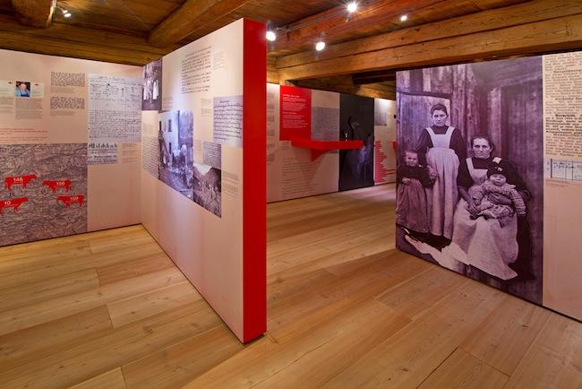 """Sonderausstellung """"Höfe ohne Männer. Frauenalltag im Ersten Weltkrieg"""" im Südtiroler Volkskundemuseum in Dietenheim (Foto: Caroline Renzler)"""