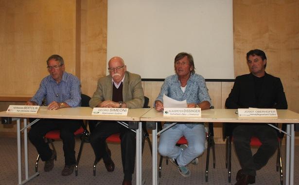 V..l.n.r.: Hermann Bertolin (ALU), Georg Simeoni (AVS), Klauspeter Dissinger (Dachverband), Josef Oberhofer (Heimatpflegeverband)