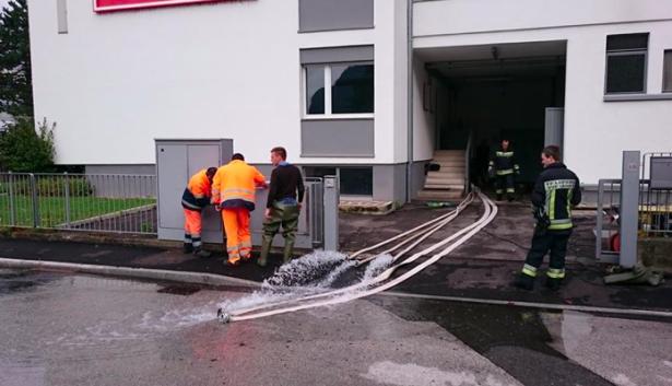Der Einsatz der Feuerwehr in der Industriezone (Fotos: FF Leifers)