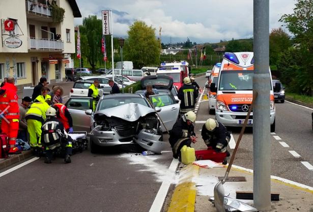 Der Unfall auf der Weinstraße (Foto: FF St. Michael/Eppan)