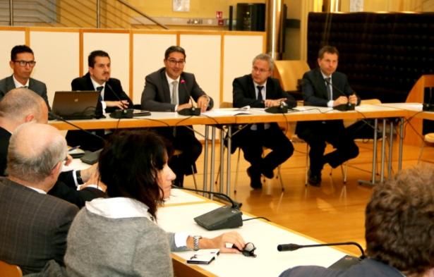 Der LH stellt den Sozialpartnern den Haushaltsentwurf vor (Fotos: Lpa)