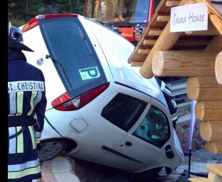 Der Unfall in St. Christina ( Fotos: FF St. Christina)