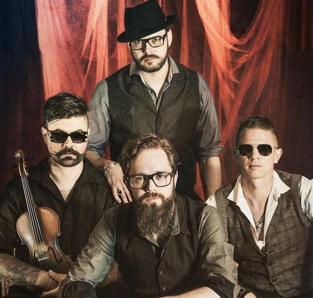 Django 3000: Live ist die Band ein absoluter Hammer (Foto: David Schlichter)