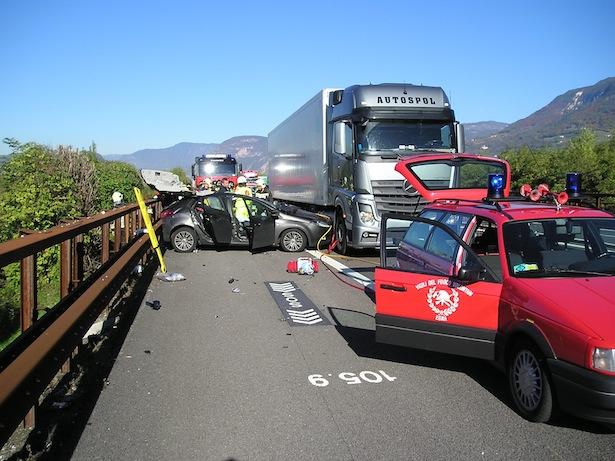 Der Unfall auf der Autobahn (Foto: FF Neumarkt)