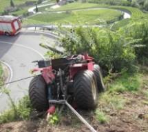 Traktor rutscht ab