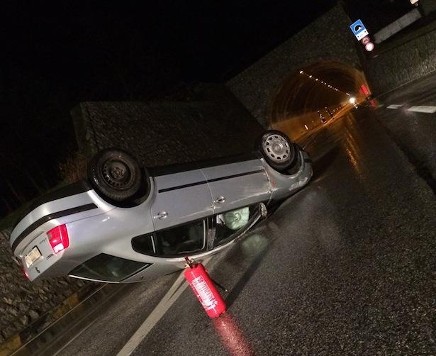 Der Unfall in Mittewald (Fotos: FF Mittewald)