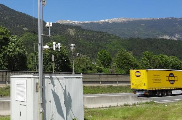 Messstation Vomp/Raststätte – Das Gerät steht direkt an der Beschleunigungsspur der Raststätte und an einer Steigung, die Luftgütegrenzwerte werden oft überschritten