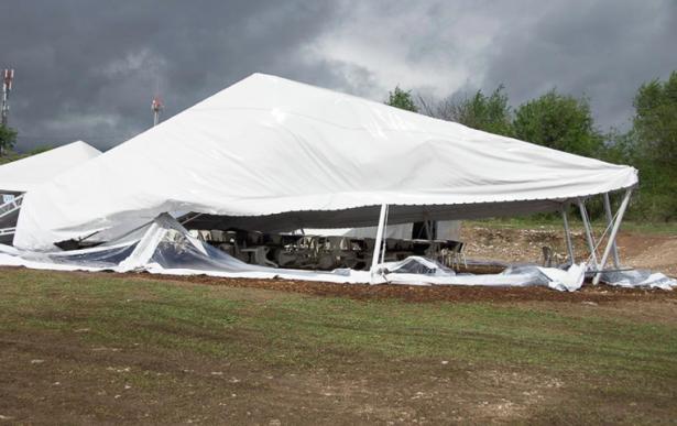 Das zerstörte Zelt (Fotos: Facebook/Faustball)