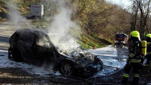 Ausgebranntes Auto (Foto: FF Terlan)