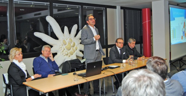 v.l.: BO-Stellvertreterin Angelika Wiedmer, BO Oswald Schiefer, LH Arno Kompatscher, BO Christoph Perathoner, LR Florian Mussner