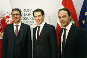 Philipp Achammer mit Bundesminister Sebastian Kurz Landeshauptmann Arno Kompatscher im November 2015 in Wien