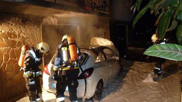 Ausgebranntes Auto (Fotos: FF Auer)