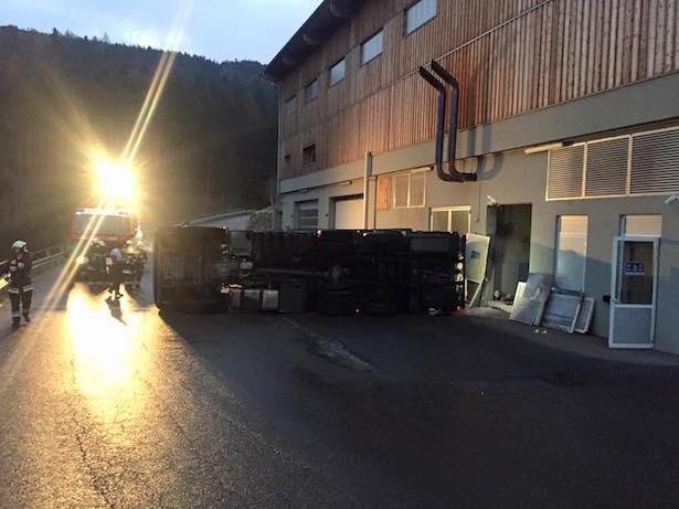 Verkehrsunfall in St. Lorenzen (Fotos: FF St. Lorenzen)