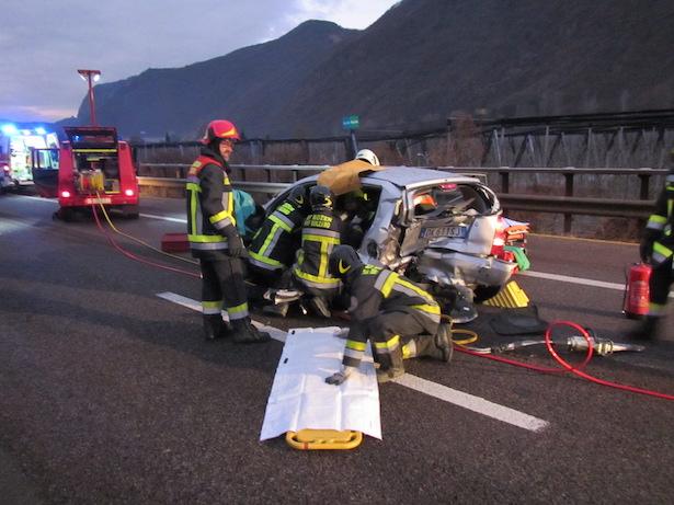 Verkehrsunfall auf der A22 (Fotos: BF Bozen)