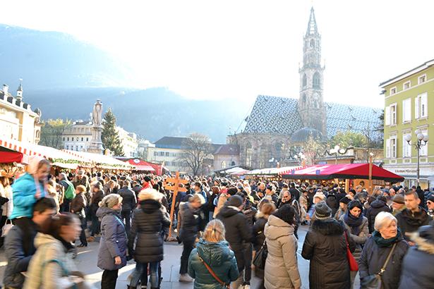 Der Christkindlmarkt am Dienstag (Foto: Charly Oberleiter)