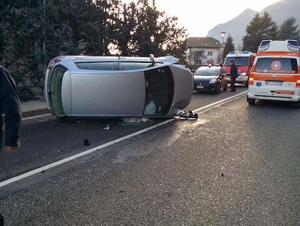 Verkehrsunfall in Kaltern (Fotos: FF St. Anton/Pfuss )