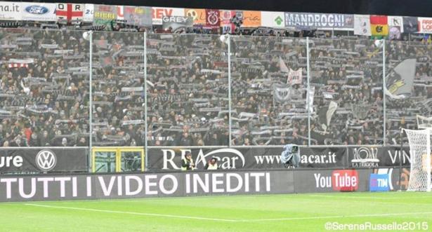 Die 2.000 Fans von Alessandria in La Spezia