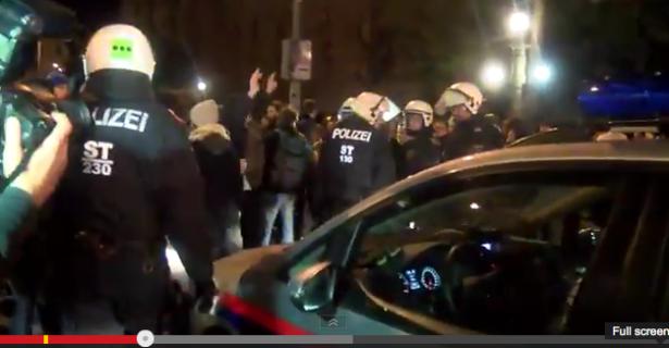 Der Einsatz der Polizei (Foto: youtube/Manuel Tunzer)