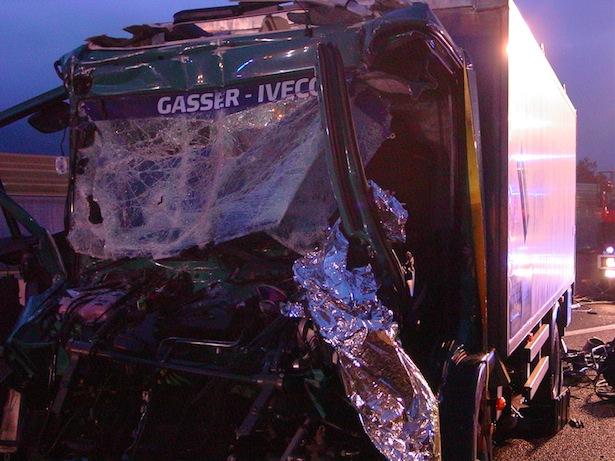 Der Unfall-Laster (Foto: FF Brixen)