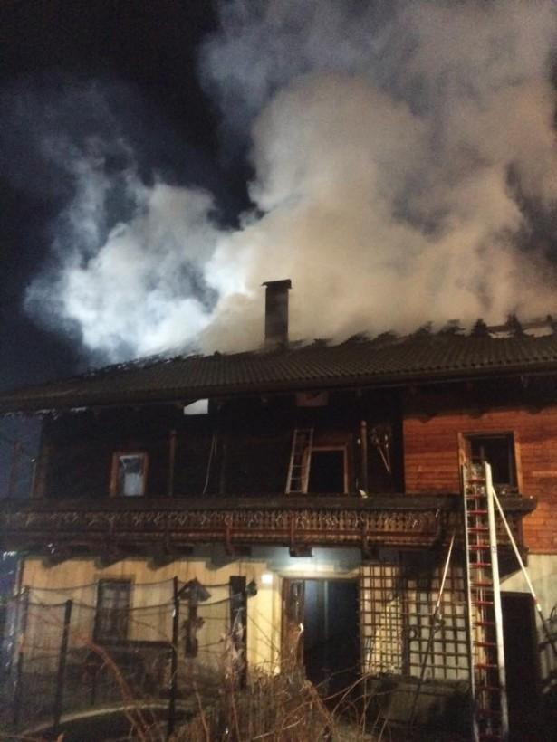 Der brennende Zwiglhof (Fotos: FF Winnebach)