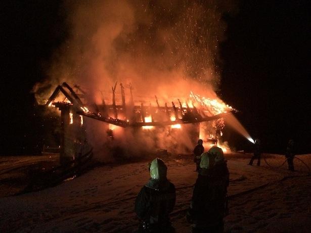 Die brennende Hütte (Alle Fotos: Freiwillige Feuerwehr Seiseralm/Tröbinger)