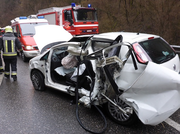 Der Unfallwagen (Fotos: FF Waidbruck)