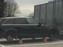 Der aufgebockte Audi