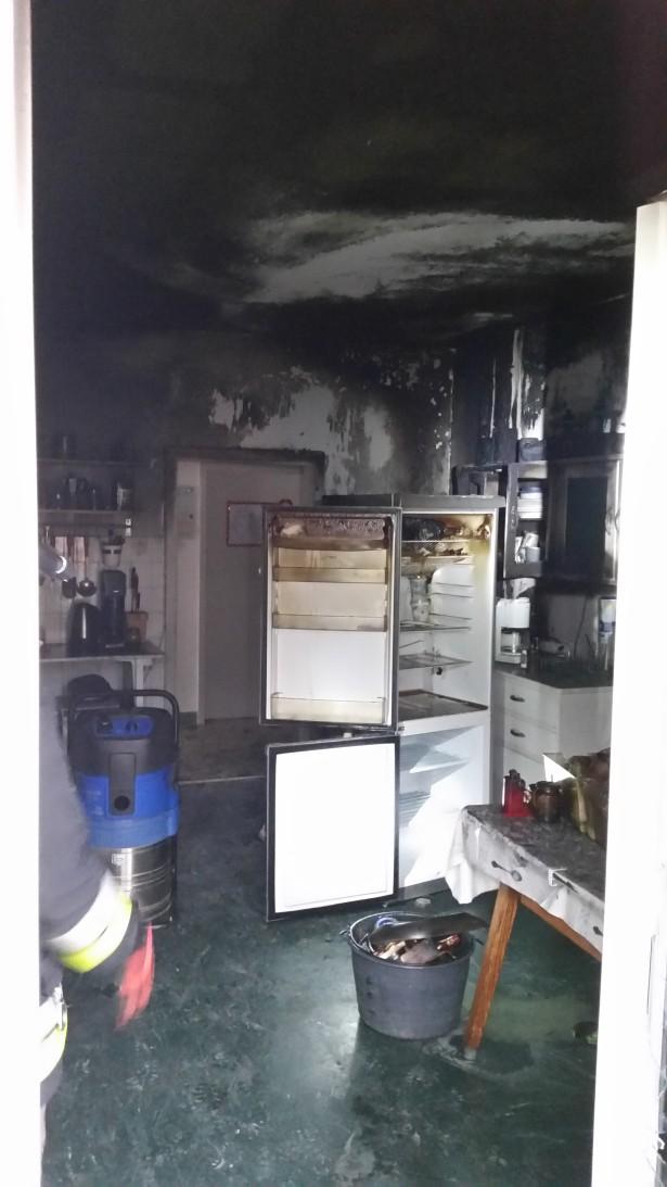 Die ausgebrannte Küche (Foto: FF Terlan)