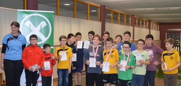 Die Teilnehmer der C-Jugend mit Nationalspielerin Annemarie Innerhofer