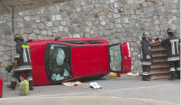 Der Unfallwagen (Fotos: FF Niedervintl)