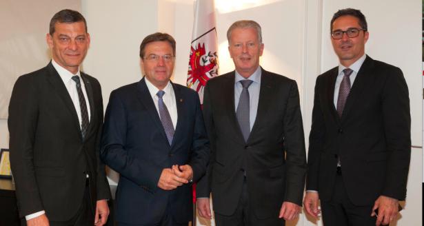 LH Kompatscher ist in Innsbruck mit Vizekanzler Mitterlehner, LH Platter und Tirols Polizeidirektor Tomac zu einem Arbeitsgespräch zusammengetroffen