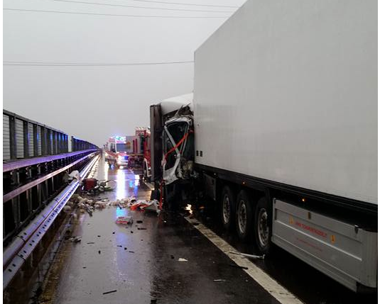 Der Unfall auf der Autobahn (Fotos: FF Klausen)