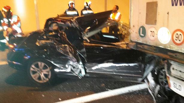 Crash im Tunnel (Fotos: FF Klausen)