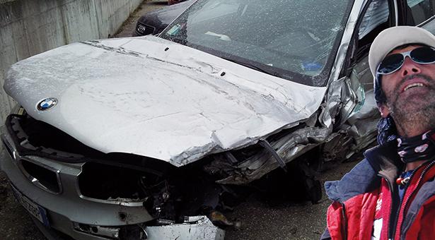 Der zerstörte BMW von G. G., Hans Kammerlander