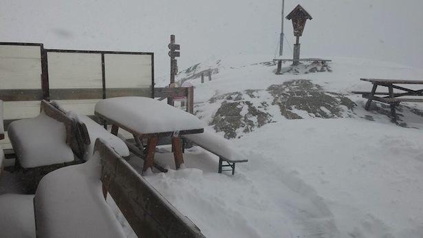 Schnee auf der Marteller Hütte