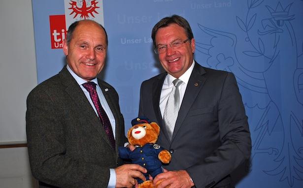 Innenminister Sobotka mit LH Platter (Foto: Land Tirol/Huldschiner)