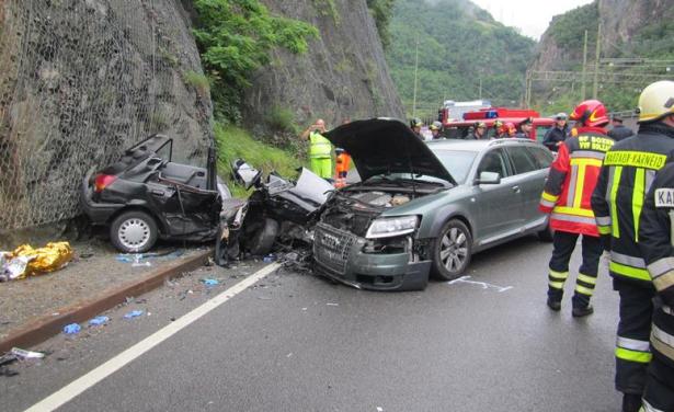 Der Unfall in Blumau (Fotos: Berufsfeuerwehr Bozen)