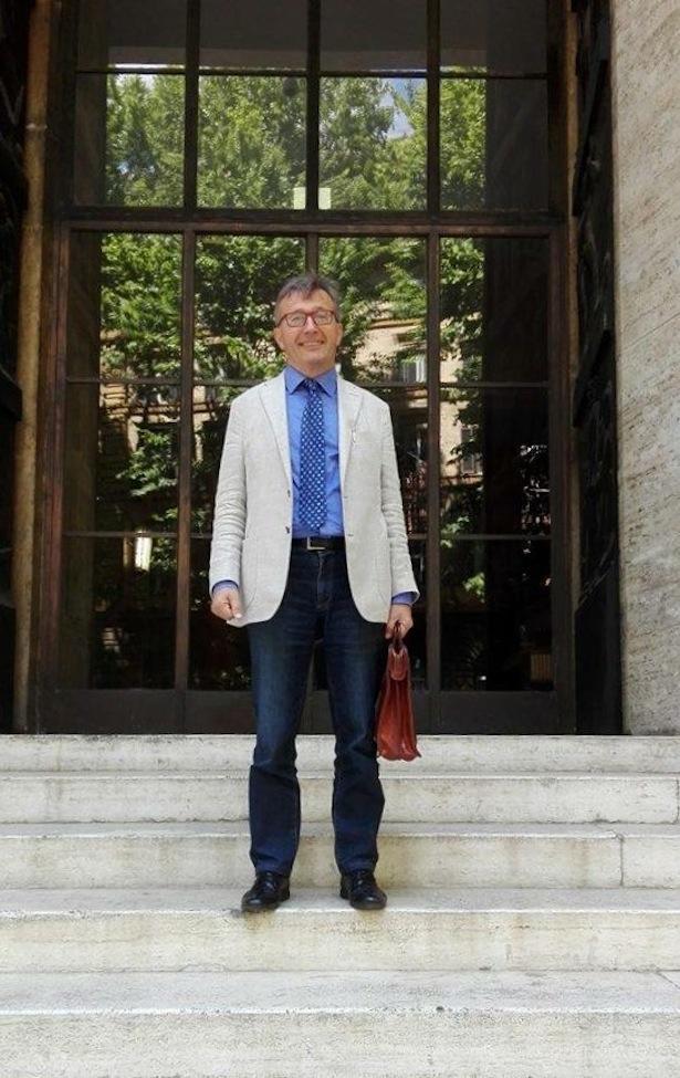 Florian Kronbichler vor dem Wirtschaftsministerium