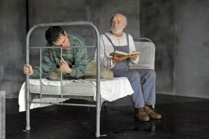 """Peter Mitterrutzner und Lucas Zolgar in Felix Mitterers Stück """"Kein Platz für Idioten"""": Ich fange bei jedem Stück ganz am Boden an. Alles, was ich schon kann, muss weg."""