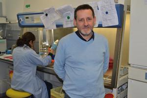 Peter Pramstaller im Labor des Instituts für Biomedizin an der Eurac: Klinische Medizin ohne molekulare Grundlagenforschung ist nicht mehr denkbar.
