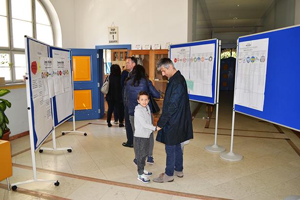 Auch Senator Francesco Palermo hat bereits am Vormittag seine Stimme abgegeben (Foto: Karl Oberleiter)