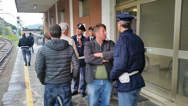 In Bozen wurden die musizierenden Gastwirte von der Polizei empfangen.