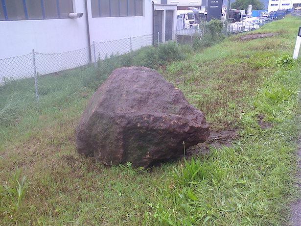 Der abgebrochene Felsbrocken (Foto: Roland Lang)